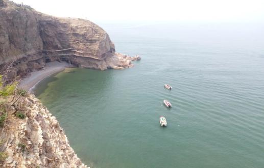 长岛上的主要景点有:九丈崖,月牙湾,林海公园,车由岛等.