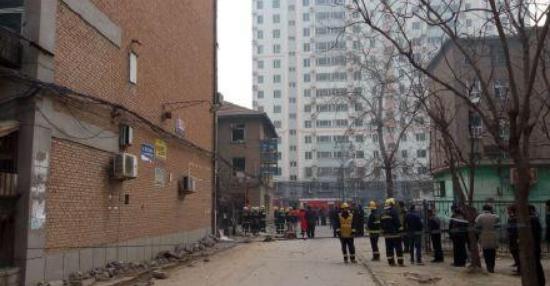 河北保定小区爆炸 煤气爆炸致2人受轻伤送往医院救治